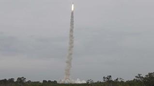 China Sukses Luncurkan Roket Pembawa Satelit Komersial