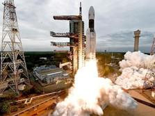 Sempat Batal, India Sukses Luncurkan Roket ke Bulan
