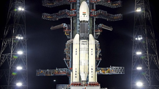Organisasi Penelitian Luar Angkasa India (ISRO) akhirnya meluncurkan roket Chandrayaan-2 pada Senin (22/7) pukul 14.43 waktu setempat.(dok. Indian Space Research Organization via AP)