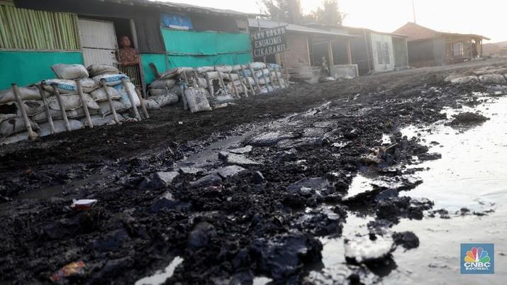 Pertamina menjelaskan kronologi kejadian tumpahan minyak di pantai utara Jawa, yang terjadi sejak 12 Juli lalu.