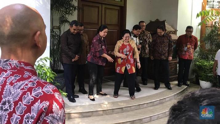 Dalam kesempatan itu, Megawati menjelaskan, pertemuan ini seyogianya sudah terjadi beberapa waktu yang lalu.
