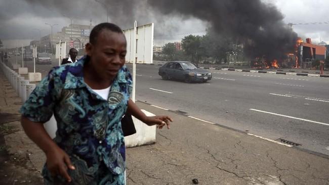 Sebanyak delapan orang tewas dalam bentrokan antara umat Syiah dan polisi di Abuja, Nigeria pada Senin (22/7) lalu. (Kola SULAIMON / AFP)