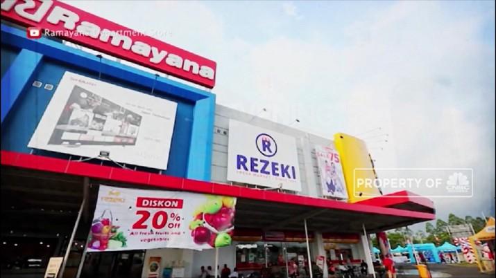 PHK menghantam sektor ritel pakaian termasuk di Ramayana Depok, Jawa Barat.