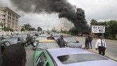 Seorang wartawan dan polisi turut menjadi korban dalam aksi protes menuntut pembebasan pemimpin kelompok Syiah. (Kola SULAIMON / AFP)
