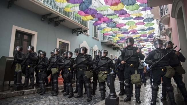 Warga Puerto Rico telah menantikan pengumuman pengunduran diri ini karena isu Rossello mundur sudah santer terdengar. (AP Photo/Carlos Giusti)