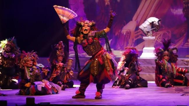 Nano mengemas pertunjukan dengan ragam perpaduan yang lebih segar dari segi tata panggung, cahaya, musik, kostum,serta cerita. (dok: Bakti Budaya Djarum Foundation)