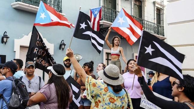 Rossello mengatakan sementara waktu tugas gubernur akan diambil alih oleh Menteri Hukum Wanda Vazquez. (REUTERS/Gabriella N. Baez)