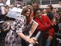 VIDEO: Anne Hathaway Umumkan Kehamilan Kedua