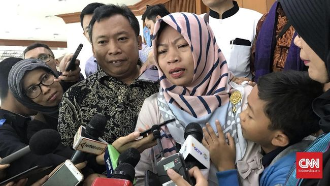 Paku ITE Desak Jokowi Buat Perppu, Amnesti Cukup Baiq Nuril
