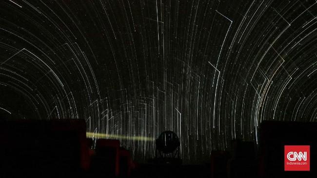 Saat ini terdapat delapan teknisi Planetarium dan Observatorium Jakarta yang terus merawat sendiri dan mencari suku cadang lain yang bisa dipergunakan. (CNN Indonesia/Adhi Wicaksono)
