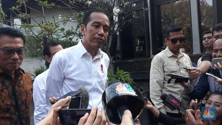 Presiden Joko Widodo (Jokowi) angkat bicara perihal hasil survei Universitas Slamet Riyadi (Unisri) Surakarta terkait kandidat Wali Kota Solo 2020-2025