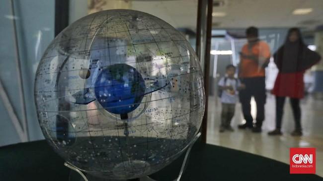 Sebagian alat di Planetarium Jakarta belum pernah diganti, padahal usia pakainya sudah mencapai 15 tahun.(CNN Indonesia/Adhi Wicaksono)