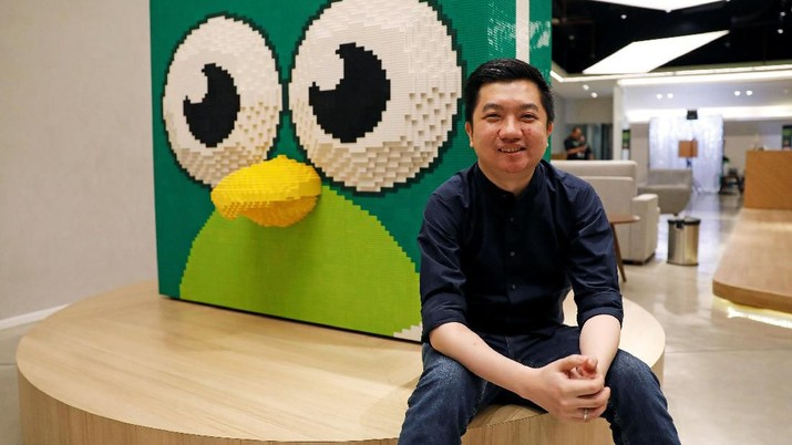 Founder and CEO of Indonesian e-commerce firm Tokopedia, William Tanuwijaya, gestures as he talks during an interview at Tokopedia headquarters in Jakarta, Indonesia, July 25, 2019. Picture taken July 25, 2019. REUTERS/Willy Kurniawan