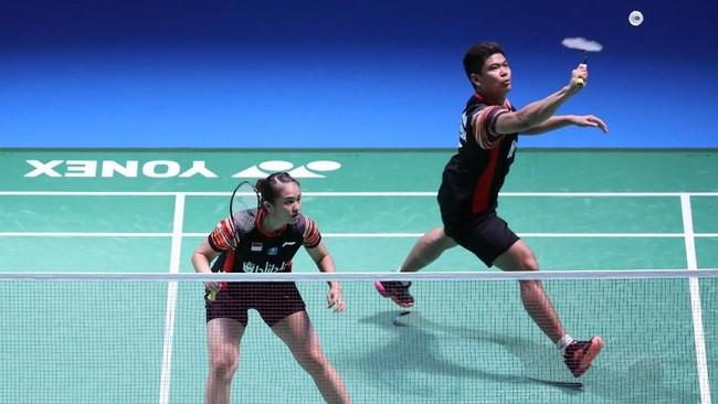 Praveen Jordan/Melati Daeva Oktavianti mengalahkan sesama pasangan ganda campuran Indonesia, Hafiz Faizal/Gloria Emanuelle Widjaja, dengan21-15 dan 21-18 untuk lolos ke final Japan Open 2019. (Dok. PBSI)