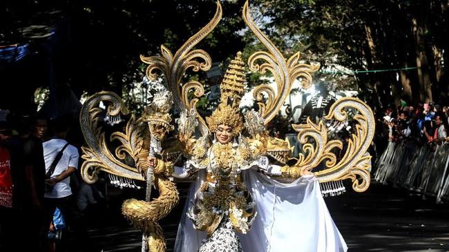 Banyuwangi Ethno Carnival (BEC) kembali digelar pada Minggu (28/7). Acara tahunan itu telah digelar sejak tahun 2011. (ANTARA FOTO/Budi Candra Setya)