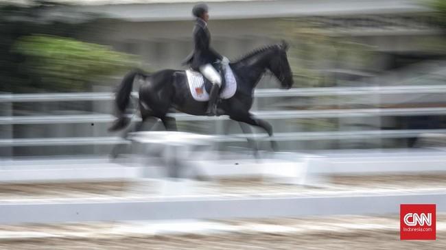 Selain nomor show jumping, Indonesia Horse Show 2019 juga menampilkan persaingan di nomor dressage atau tunggang serasi. (CNN Indonesia/Hesti Rika)