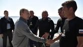 Lokasi bangkai kapal selam itu berada di Teluk Finlandia. Dia menjelajahi perairan menuju lokasi menggunakan kapal selam mini C-Explorer 3.11. (Sputnik/Aleksey Nikolskyi/Kremlin via REUTERS)