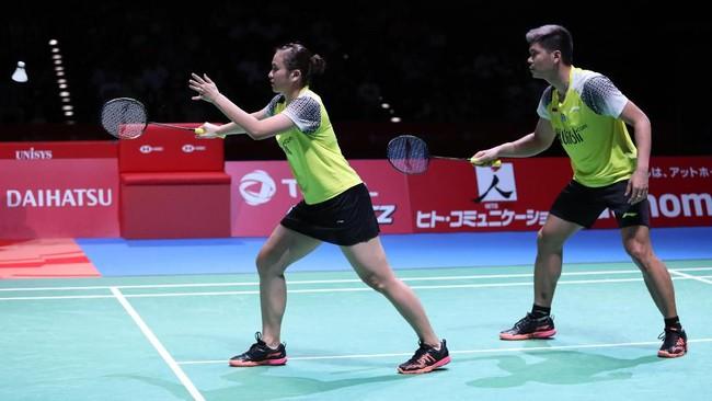 Praveen Jordan/Melati Daeva Oktavianti menghadapi Wang Yilyu/Huang Dongping pada final ganda campuran Japan Open 2019. (dok.PBSI)