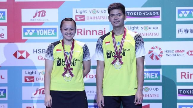 Praveen/Melati yang sempat mengalahkan pasangan nomor satu dunia Zheng Siwei/Huang Yaqiong pada babak perempat final, kalah 17-21 dan 16-21 dalam laga puncak dari Wang/Huang. (dok.PBSI)