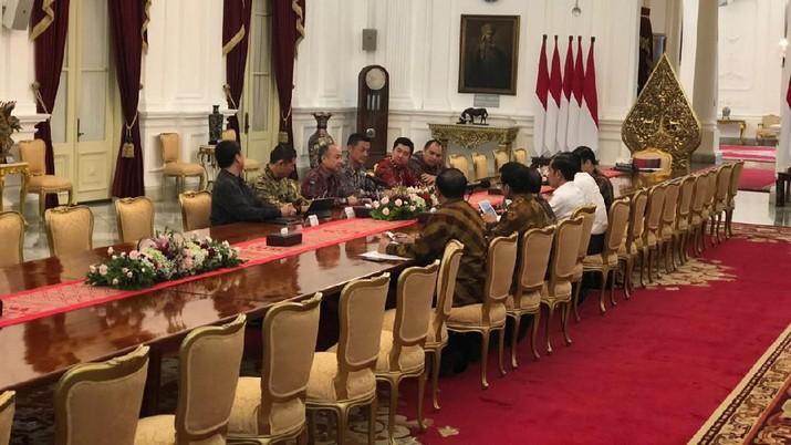 Presiden Joko Widodo (Jokowi) pada hari ini menerima pimpinan Softbank, Tokopedia dan Grab Indonesia di Istana Merdeka, Jakarta, Senin (29/7/2019).