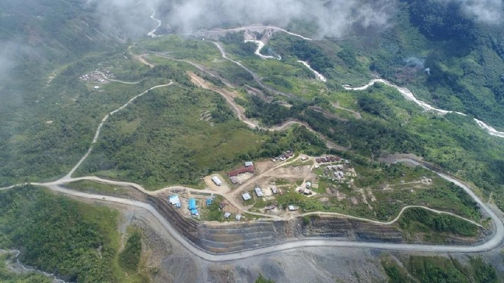 Mantap! Jokowi Pamer Jalan Perbatasan Papua yang Meliuk-Liuk