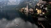 Hallstatt adalah kota kecil di distrik Gmunden, Austria. (REUTERS/Lisi Niesner)