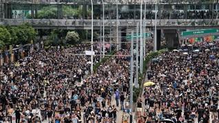 Pedemo Ingin Lumpuhkan Hong Kong, 105 Penerbangan Dibatalkan
