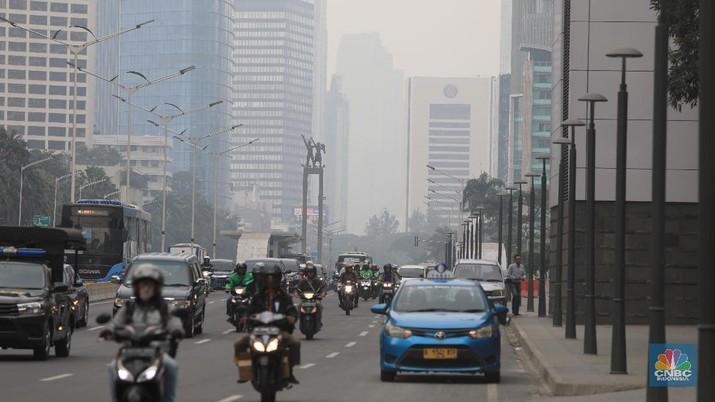 AirVisual yang merupakan situs penyedia peta polusi daring harian kota-kota besar di dunia, menempatkan Jakarta pada urutan pertama