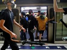 Ini Momen Saat Polisi Pukul Mundur Peserta Demo di Hong Kong