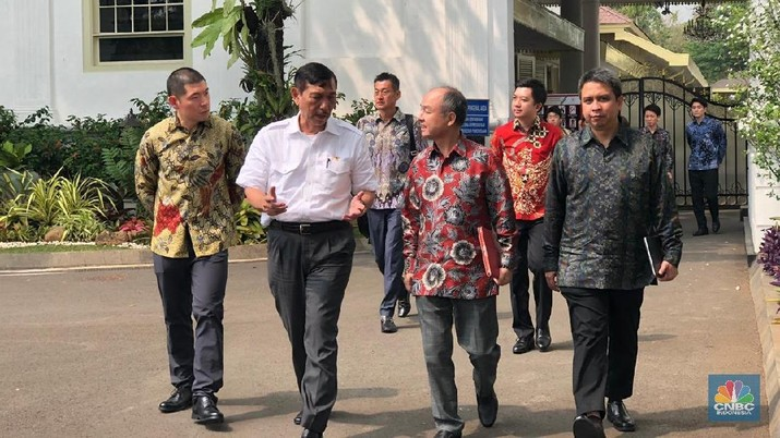 Setelah sekitar setahun dibujuk oleh Pemerintah Indonesia, akhirnya Grab bersedia untuk membuka kantor pusat di Jakarta.