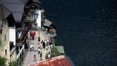 Hallstatt bisa dikunjungi dengan kereta dari Wina (durasi sekitar 4 jam) atau dari Salzburg (durasi 3 jam). (REUTERS/Lisi Niesner)