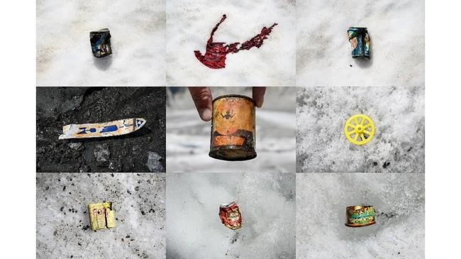 Sampah-sampah yang ditemukan di area Mer de Glace, Chamonix, selatan Prancis. Saat ini musim semi menjadi periode pendakian paling ramai dibanding musim panas. (AFP Photo/Marco Betorello)