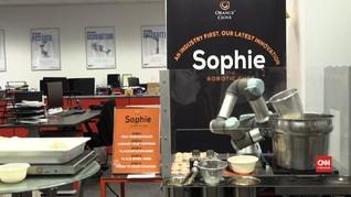 VIDEO: Robot 'Sophie' Masak 80 Mangkuk Laksa per Jam