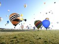 VIDEO: Ratusan Balon Udara Terbang di Langit Prancis