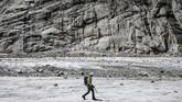 Guguran batu diakibatkan salju abadi yang biasanya merekatkan mereka, permafrost, sekarang meleleh. (AFP Photo/Marco Betorello)
