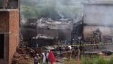 Kecelakaan paling mematikan terjadi pada 2010 lalu, ketika sebuah pesawat Airbus 321 yang dioperasikan oleh maskapai swasta Airblue menabrak bukit-bukit di luar Islamabad dari Karachi. Insiden itu menewaskan 152 penumpang.(AFP Photo/Aamir Qureshi)