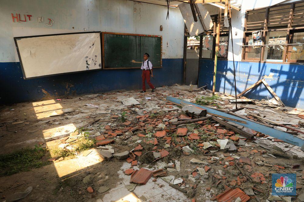 Sebelumnya pihak sekolah pernah mengadukan kondisi sekolahnya ke dinas terkait, namun hingga kini belum ada realisasinya.