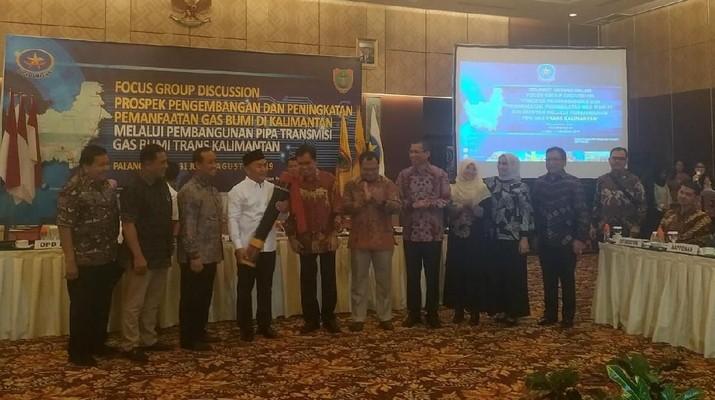 Nantinya di Kalimantan juga akan dibangun jaringan distribusi termasuk Jaringan gas.