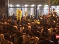 VIDEO: Demonstran Hong Kong Protes di Depan Kantor Polisi