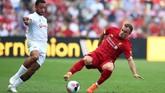 Xherdan Shaqiri juga kembali ditampilkan Juergen Klopp. Pemain asal Swiss itu diganti James Milner pada menit ke-30 atau sembilan menit setelah The Reds unggul 2-1 berkat gol bunuh diri Joachim Andersen. (REUTERS/Denis Balibouse)