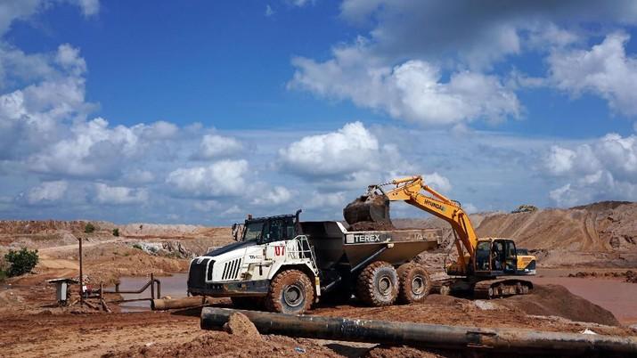 An excavator loads soil onto a truck at PT Timah's open pit mine in Pemali, Bangka island, Indonesia, July 25, 2019. REUTERS/Fransiska Nangoy