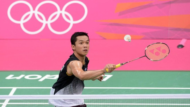 Taufik Hidayat total menyumbang 15 medali emas bagi Indonesia di berbagai ajang bergengsi di level senior. Di antaranya tiga emas Asian Games dan lima emas SEA Games. (AFP PHOTO/ADEK BERRY)