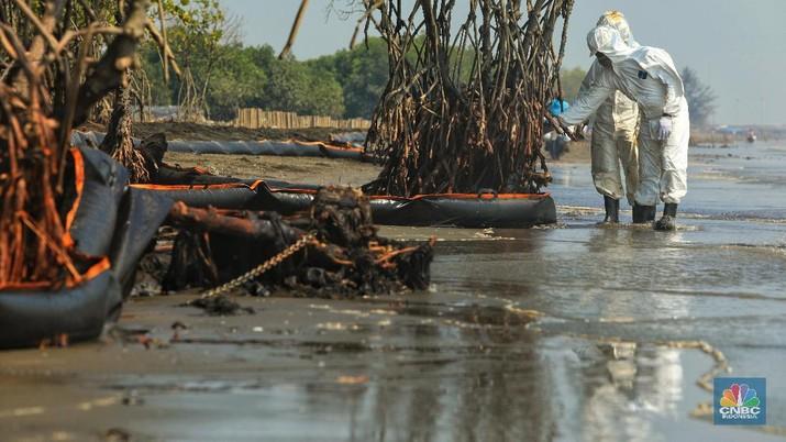 Ini Penampakan Oil Boom yang Halau Tumpahan Minyak Karawang