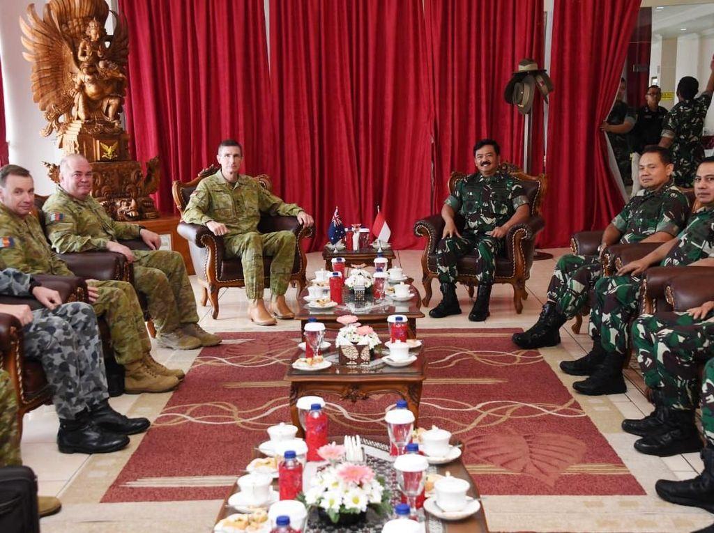 Pertemuan itu untuk mempererat hubungan angkatan bersenjata kedua negara. Istimewa/Puspen TNI.