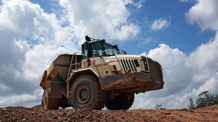 A truck passes through a tin mining area of Indonesia's PT Timah in Pemali, Bangka island, Indonesia, July 25, 2019. REUTERS/Fransiska Nangoy