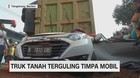 VIDEO: Truk Oleng Timpa Mobil, Seorang Balita Selamat