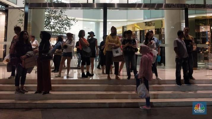Suasana Kepanikan saat Gempa Banten M 6,9 Terjadi