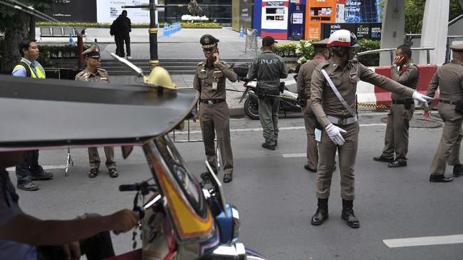 Media setempat melaporkan dua petugas kebersihan jalanan ikut terluka akibat ledakan tersebut. (Photo by Lillian SUWANRUMPHA / AFP)