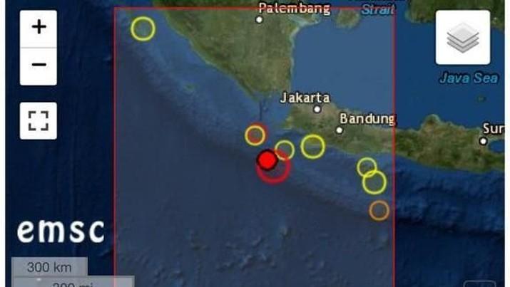 Warga Sumur-Banten yang dekat dengan pusat gempa diketahui mulai mengungsi.