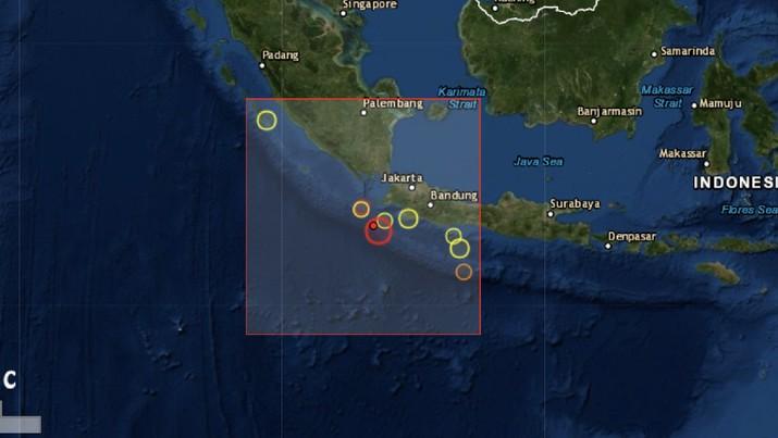 Gempa bumi M 7,4 di Banten membuat warga di Pandeglang mengungsi ke dataran tinggi.